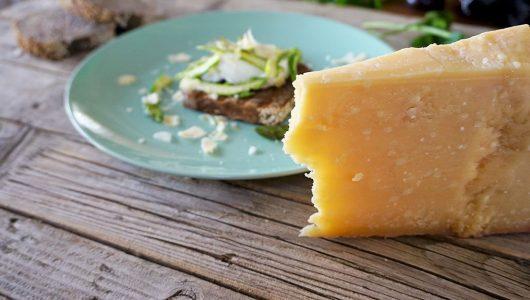 Pane-di-segale-con-uovo-in-camicia,-asparagi-e-Parmigiano-Reggiano-(1)