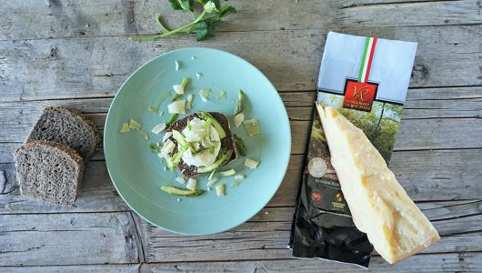Pane-di-segale-con-uovo-in-camicia,-asparagi-e-Parmigiano-Reggiano-(3)