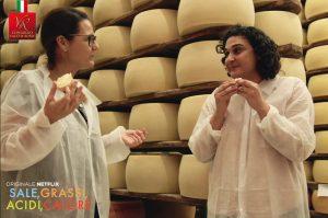 Tania Barbieri e Samin Nostrat nel magazzino del Consorzio Vacche Rosse per Netflix